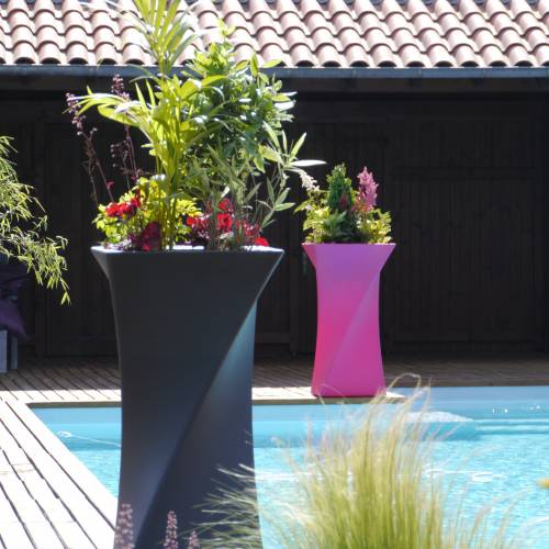 Contemporary Pot - 55 x 55 x H100 cm – Fuschia